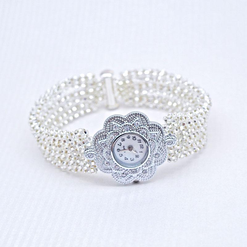 Bransoletka z koralików z zegarkiem