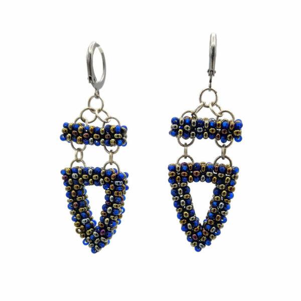 Kolczyki Pagony Szafirowe z koralików niebieskich i brązowych ze stalowymi kajdankami