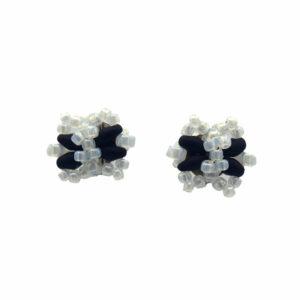 Biało Czarne kokardki z koralików na sztycie stalowym